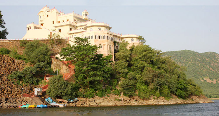 1 Day Alwar Local Sightseeing Tour by Cab Siliserh Lake Palace