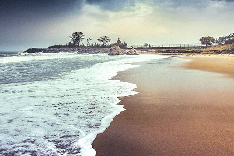 Mahabalipuram Shore Beach with 1 Day Chennai to Mahabalipuram & Kanchipuram Trip by Car