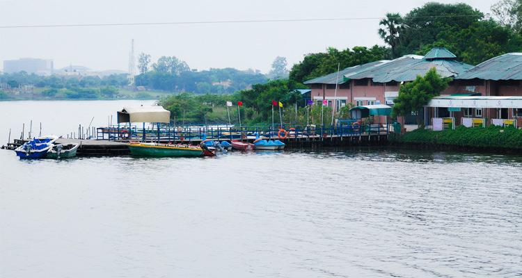 1 Day Chennai to Mahabalipuram Tour by Cab Muttukadu Beach \ Boat House