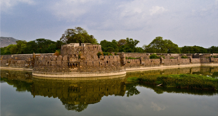 1 Day Chennai to Vellore Golden Temple Tour by Cab Vellore Fort
