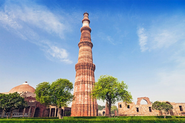 Qutub Minar with with 1 Day Delhi Local Sightseeing Trip by Cab
