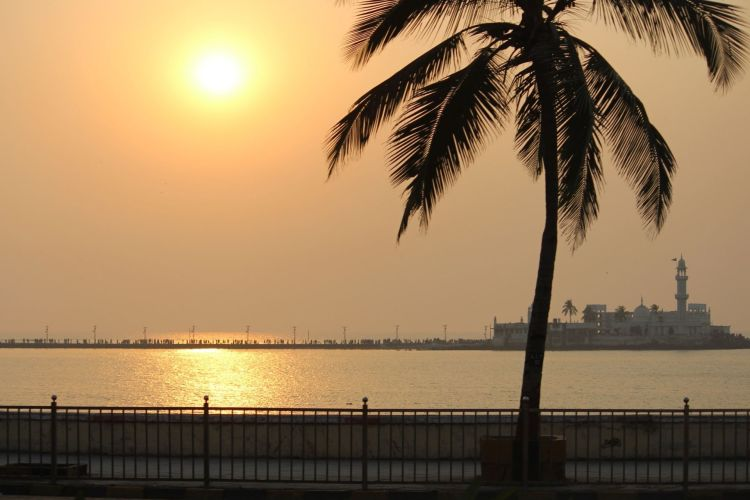Haji Ali Dargah with One Day Mumbai Local City Sightseeing Tour by Cab