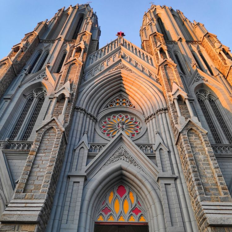 Visit St. Philomena's Church with One Day Bangalore to Mysore Trip by Cab