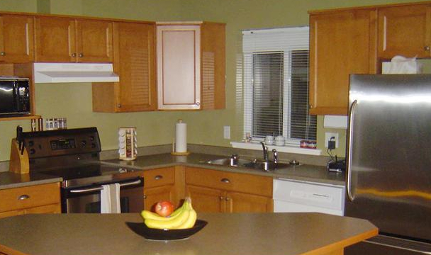 kitchen-cabinet-refacing-before-painting-wood-standard_48cfdd869142e1d6fe6ee9b4bde7eb6e_680x473_q85