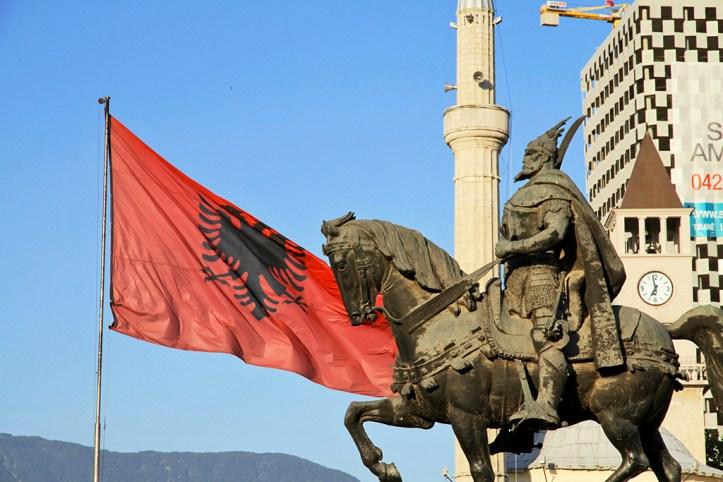 Skenderbeg statue, Tirana