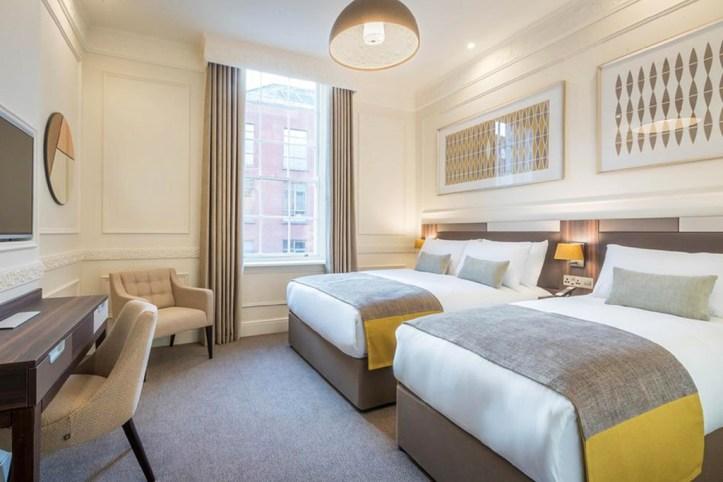 Hotel 7 Room