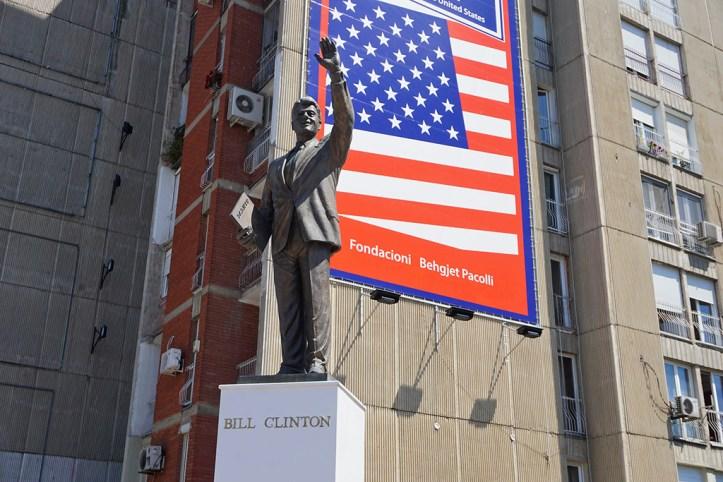Bill Clinton Statue, Pristina