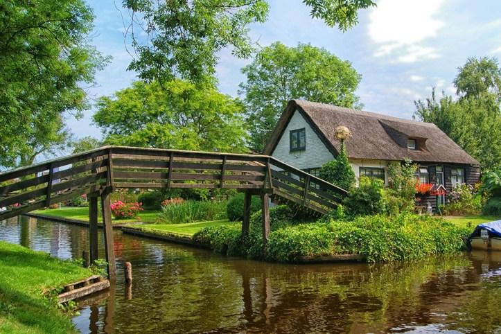 Giethoorn Canals