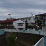 平瀬川沿いの道