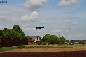 東方公園北の空き地でドローンを飛ばしていた