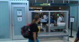 Nuevas normas para subir a un avión: Tus dispositivos electrónicos tendrán que estar cargados