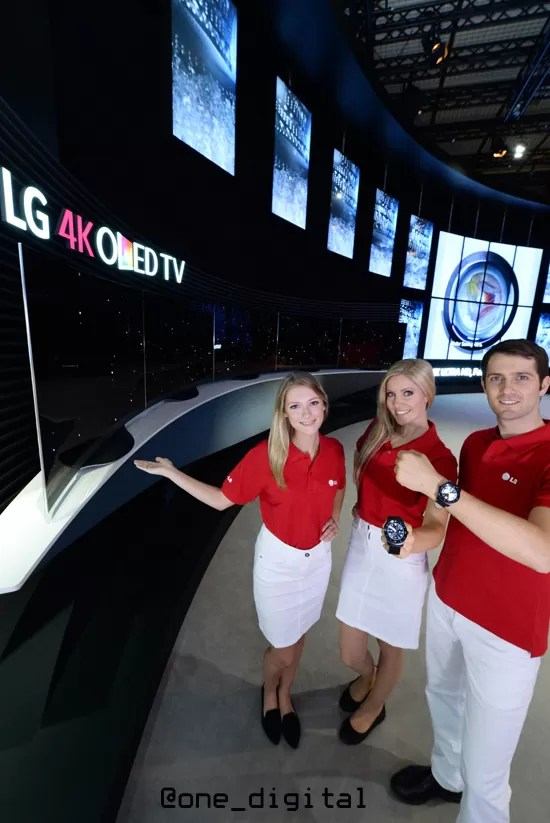 LG_IFA 2014_with models 2