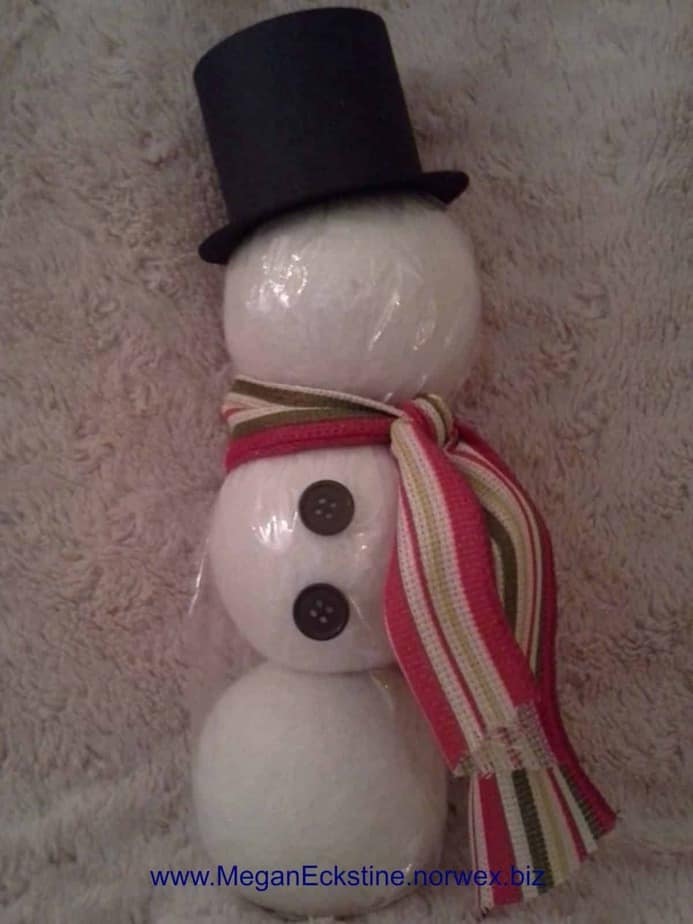 essential oil dryer ball snowman -- 3 dryer balls stacked in clear bag then decorated with top har, buttons and mini scarf