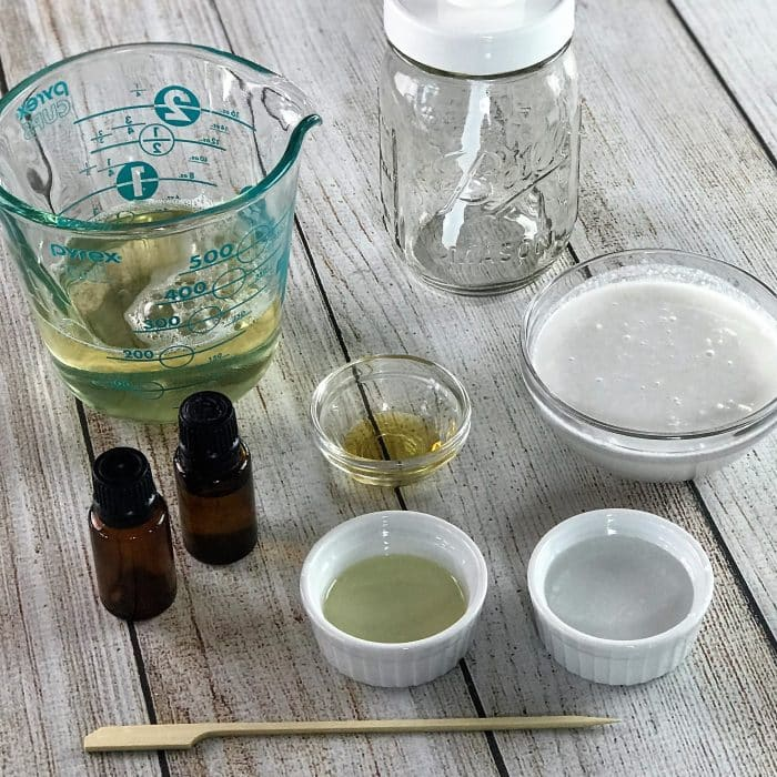 easy, natural DIY body wash for dry skin - gentle and safe for the whole family, nourishes and moisturizes skin, calms and soothes itchy, dry, inflamed skin, made with essential oils {homemade body wash, natural body wash, DIY soap recipe, essential oil recipes, essential oil uses, oils for bath, customize with 15 essential oil blend recipes, lavender essential oil, peppermint essential oil, lemon essential oil, cedarwood essential oil, doTERRA, Young Living}