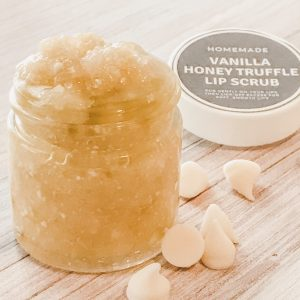jay of homemade DIY recipe vanilla honey lip scrub with essential oils