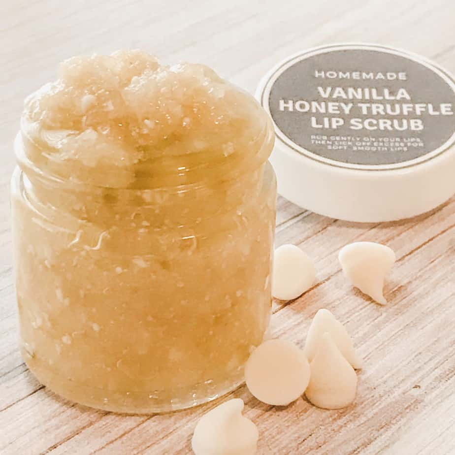 jay of homemade DIY recipe vanilla honey lip scrub with essential oils