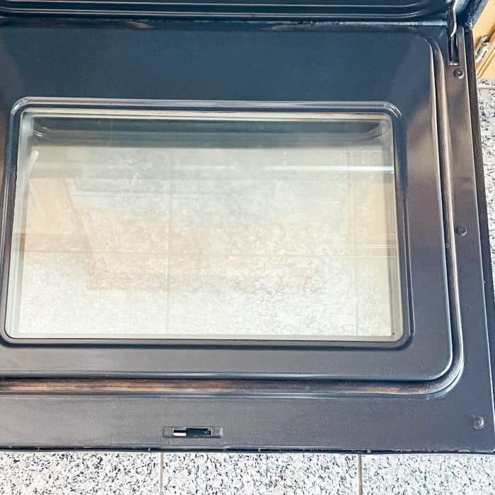 oven door is shiny and crystal clear after cleaning it with essential oils