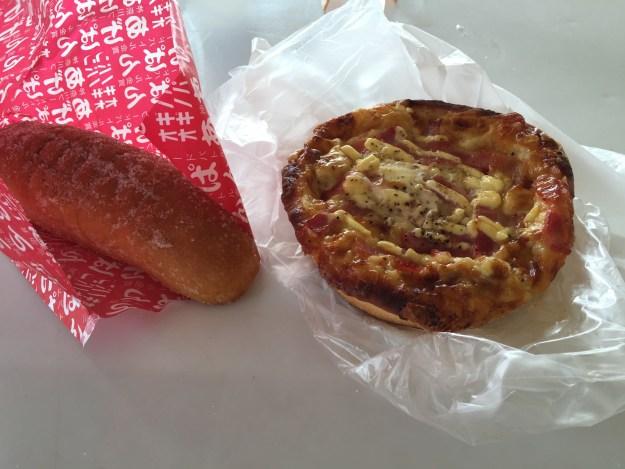 揚げパンとエッグカルボ