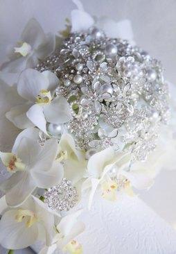 Fehér bross csokor 5 / White brooch bouquet 5 Forrás:http://www.etsy.com
