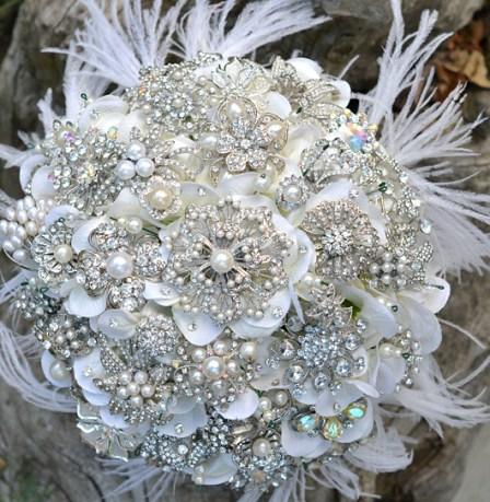 Fehér bross csokor 4 / White brooch bouquet 4 Forrás:http://imbueyouido.com