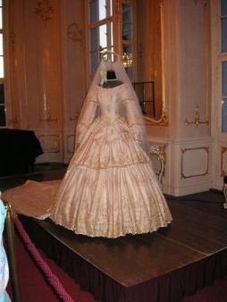 Sissi menyasszonyi ruhája /Sisi's wedding gown Forrás: http://empress-sisi.blogspot.hu