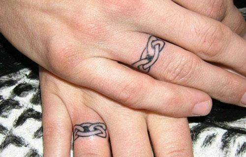 Esküvői gyűrű tetoválás 2 / Wedding ring tattoo 2 Forrás:http://oddstuffmagazine.com