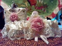 Esküvői harisnyakötő 25 , Bridal garter 25 Forrás:http://www.etsy.com