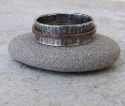 Ezüst és réz gyűrű , Silver and copper wedding band Forrás:http://www.etsy.com