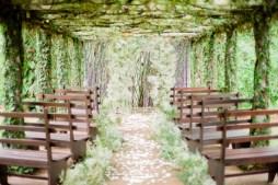 Fátyolvirág és borostyán esküvői dekoráció,/ Ivy and babys breath wedding decoration Forrás:http://www.jetfeteblog.com