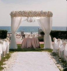 Fehér esküvői dekoráció / White wedding decoration Forrás:http://www.weddingsromantique.com