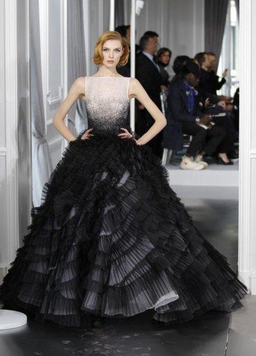 Fekete menyasszonyi ruha 6, Black Wedding Gown 6 Forrás:http://fashionhoob.com