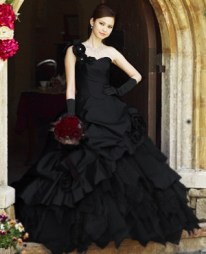 Fekete menyasszonyi ruha , Black Wedding Gown Forrás:http://www.weddingdressfantasy.com