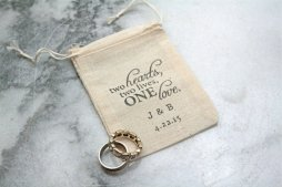 Wedding ring bearer pillow alternatives 10 Forrás:http://www.etsy.com