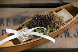 Wedding ring bearer pillow alternatives 15 Forrás:http://www.etsy.com