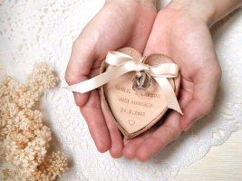 Wedding ring bearer pillow alternatives 18 Forrás:http://www.etsy.com