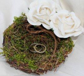 Wedding ring bearer pillow alternatives 24 Forrás:http://www.etsy.com