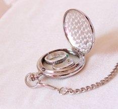 Wedding ring bearer pillow alternatives 5 Forrás:http://www.etsy.com