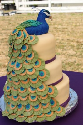 Pávás torta 2, Peacock wedding cake 2 Forrás:http://blog.divaentertains.com
