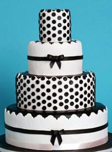 Pöttyös menyasszonyi torta /Polka-dots wedding cake Forrás:http://matrimonialmeg.blogspot.hu