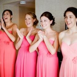 Rózsaszín ,ombre koszorúslány ruha / Pink,ombre bridesmaids dresses Forrás:http://weddinggawker.com