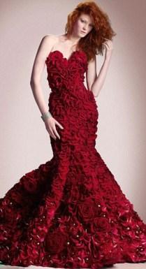 Ruha 2000 rózsából 2 / Dress-Made-from-2000-Roses 2 Forrás:http://revoseek.com