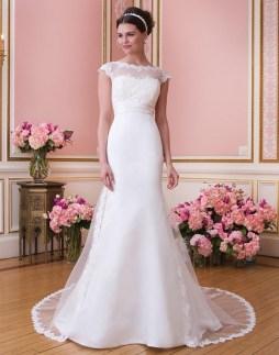 Sweetheart menyasszonyi ruha /Sweetheart bridal dress style 6020 Forrás:http://www.sweetheartgowns.com