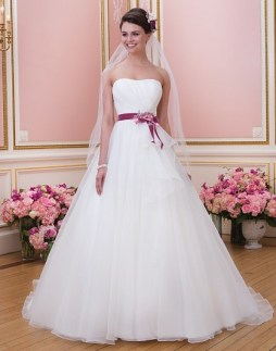 Sweetheart menyasszonyi ruha /Sweetheart bridal dress style 6037 Sweetheart menyasszonyi ruha /Sweetheart bridal dress style 6037 Forrás:http://www.sweetheartgowns.com