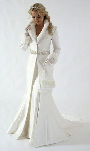 Téli menyasszonyi kabát / Winter wedding bridal coat Forrás:http://www.wedding-splendor.com