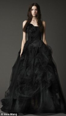 Vera Wang fekete menyasszonyi ruha 2 , Black Wedding Gown by Vera Wang 2 Forrás:http://www.stylegenie.co