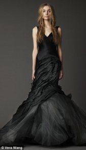 Vera Wang fekete menyasszonyi ruha 4 , Black Wedding Gown by Vera Wang 4 Forrás:http://www.stylegenie.co