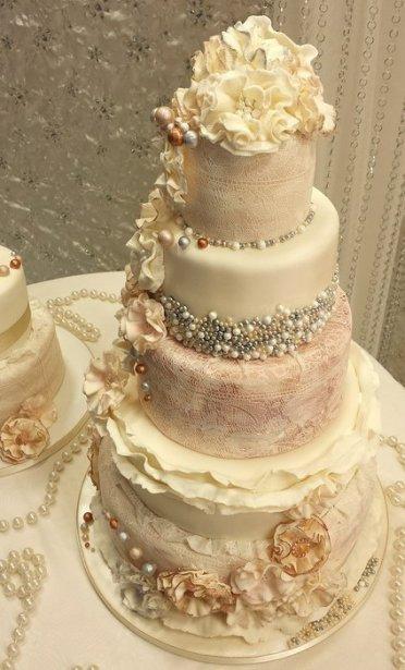 Vintázs menyasszonyi torta / Vintage wedding cake Forrás:http://cakesdecor.com