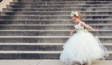 Arany és elefántcsontszín tütü virágszirom szóró lányka ruha ,Gold and ivory tutu flower girl dress Forrás:http://www.etsy.com/