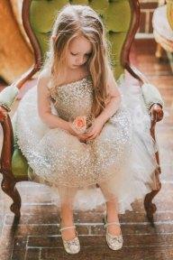 Csillogó ezüst virágsziromlányka ruha , Silver glitter flower girl dress Forrás:http://www.etsy.com/