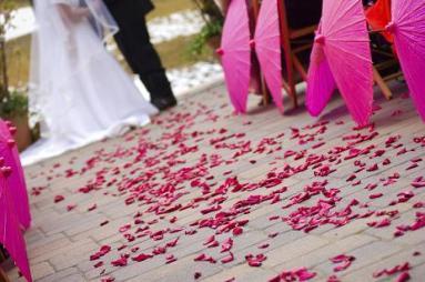 Esernyős esküvői dekoráció , Umbrella wedding decoration Forrás:http://onefabevent.blogspot.hu/